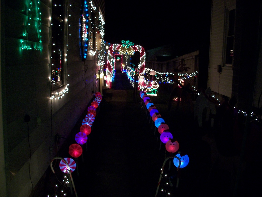 Christmas pathway lights 95 christmas path lights 100 for Sidewalk christmas lights